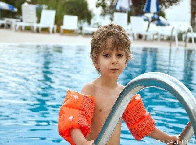 У школах України введуть уроки плавання