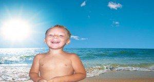 Дитина на пляжі