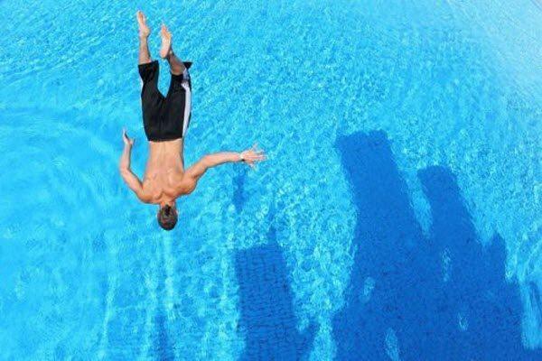 пісяти в басейні