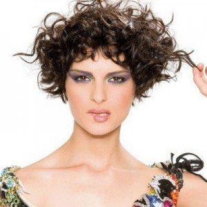 Безпечні способи розпрямлення кучерявого волосся