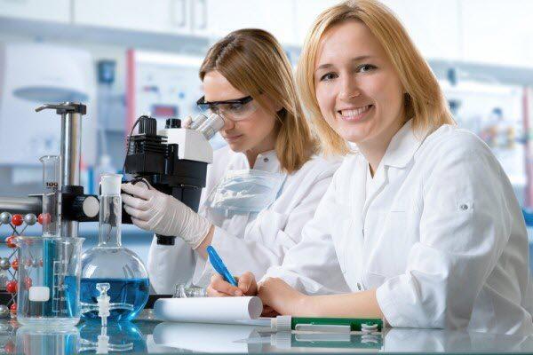 жінка науковець