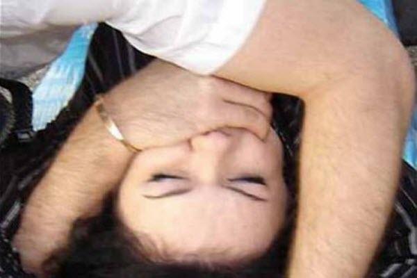 згвалтувати жінку