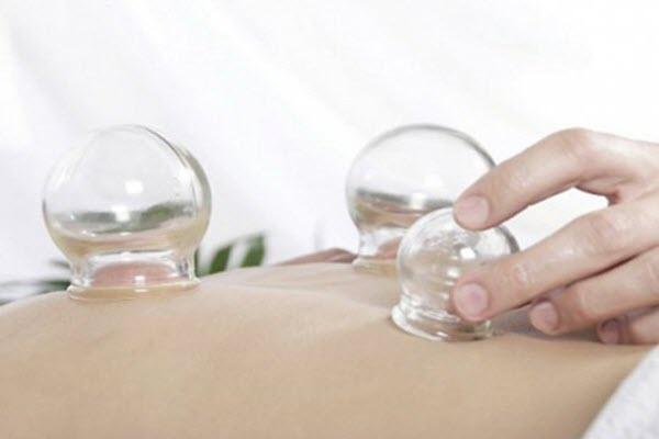 Вакуумний масаж банками