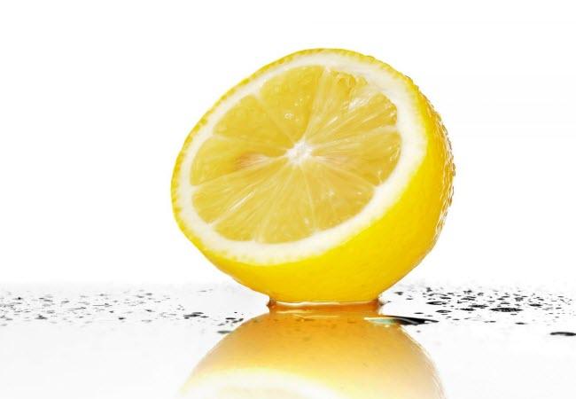 Відбілювання зубів лимоном