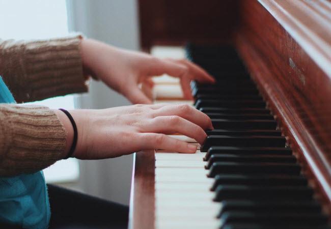 Захоплюючі музичні уривки можуть викликати фріссон