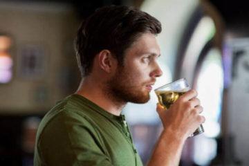 Пити алкоголь