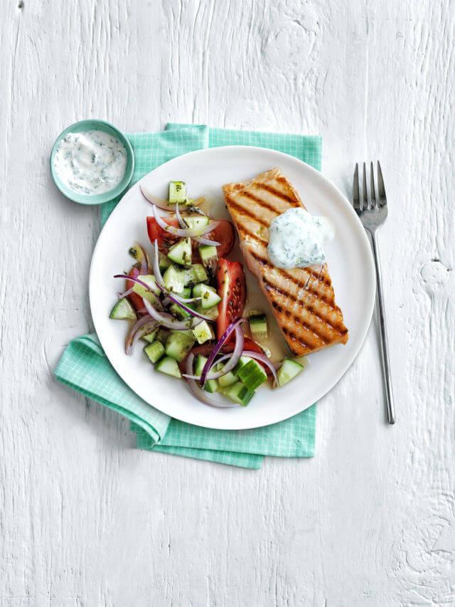 лосось із грецьким салатом