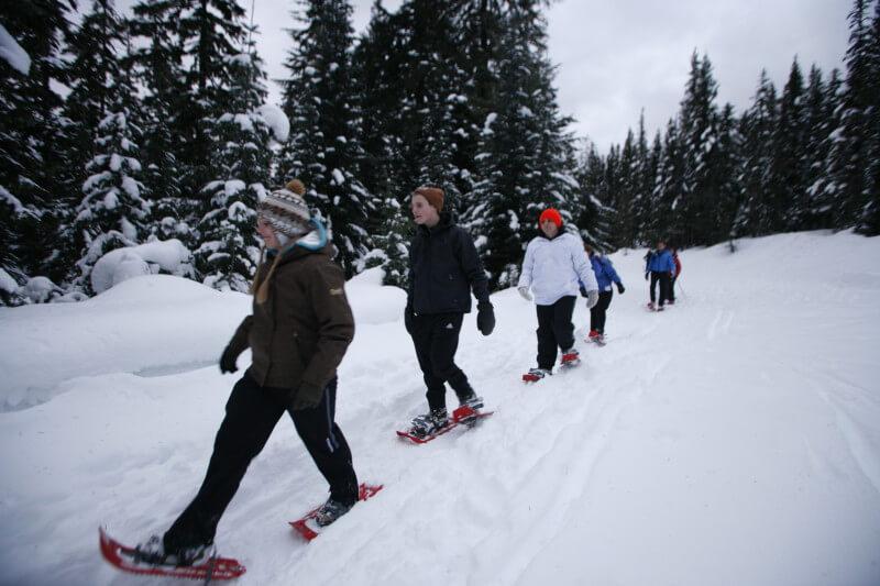 біг на снігоступах