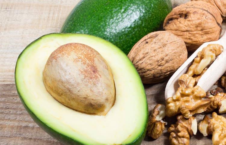 Жир на животі і авокадо