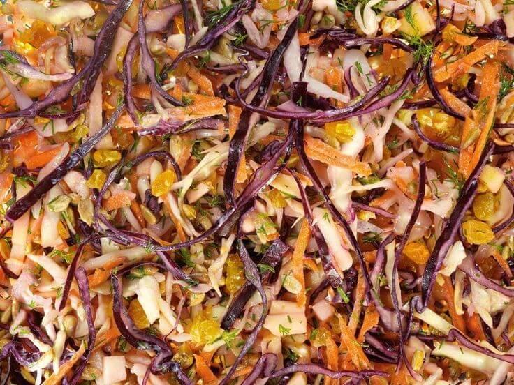 Яблучно-родзинковий салат