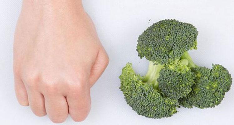 Порція їжі по руці