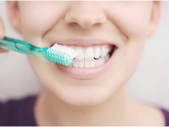 Правильно чистити зуби