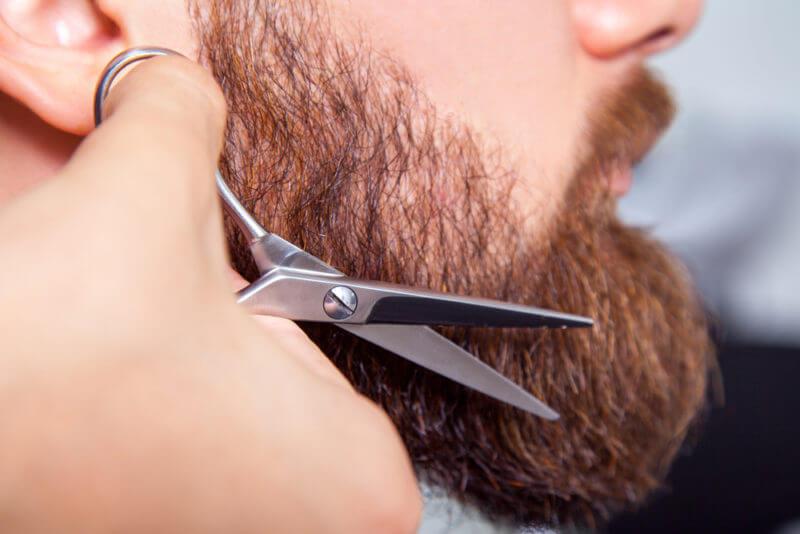Стригти бороду