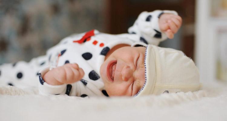 Немовля плаче
