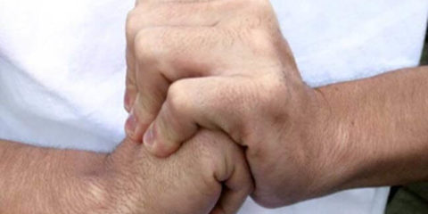 Хрустять пальці