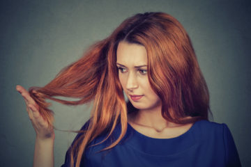 Волосся січеться