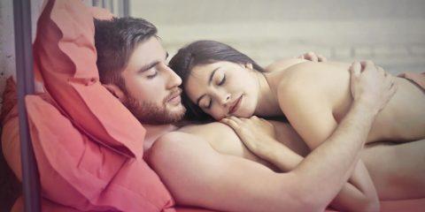 Спати голим