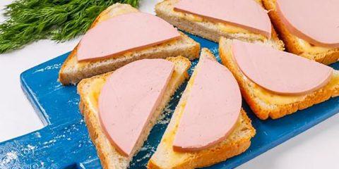 Бутерброди з ковбасою