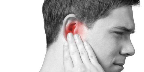 Біль у вусі