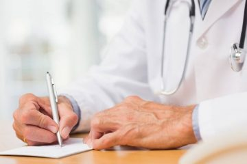 Лікар пише