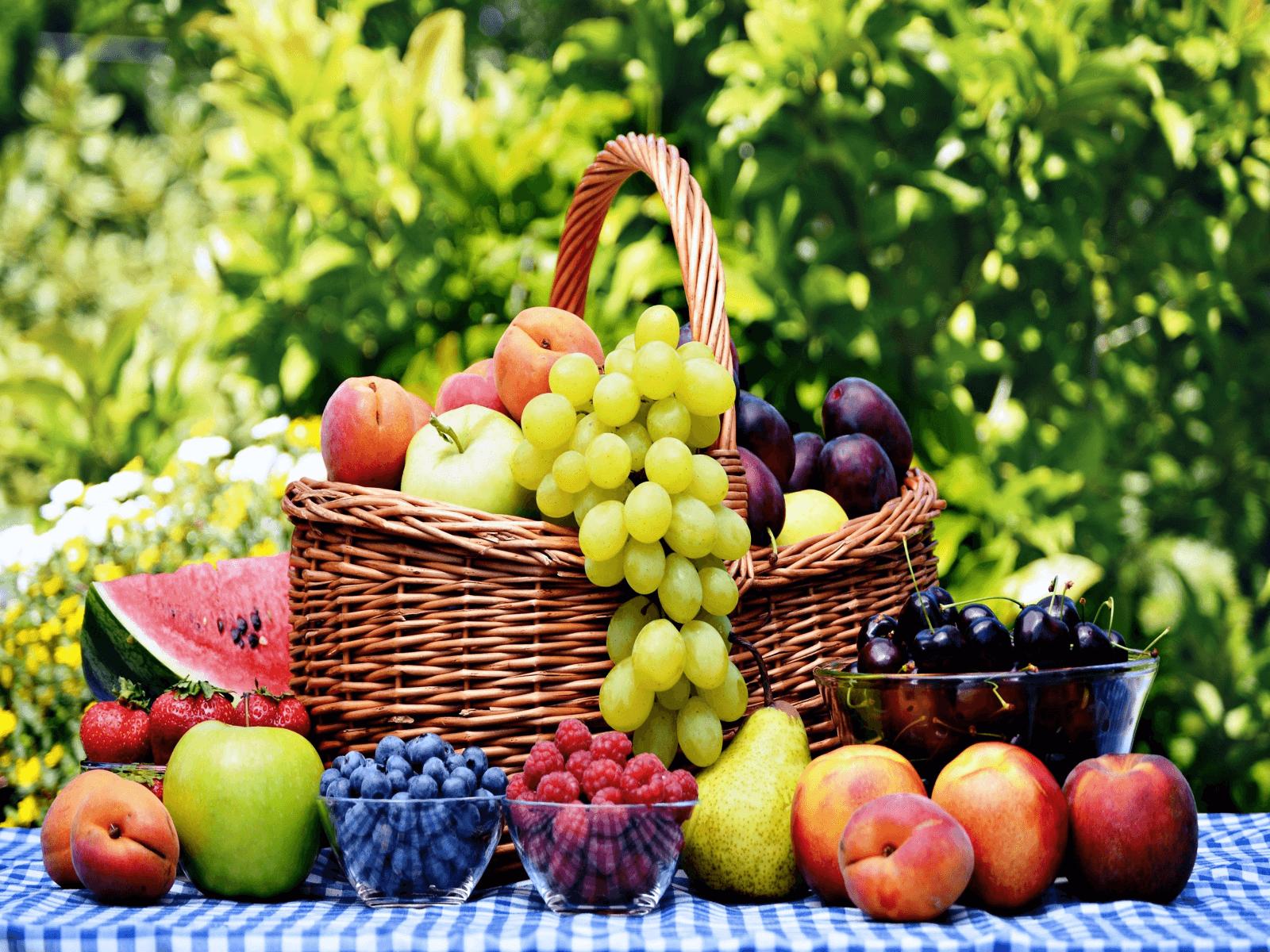 Фрукти і ягоди