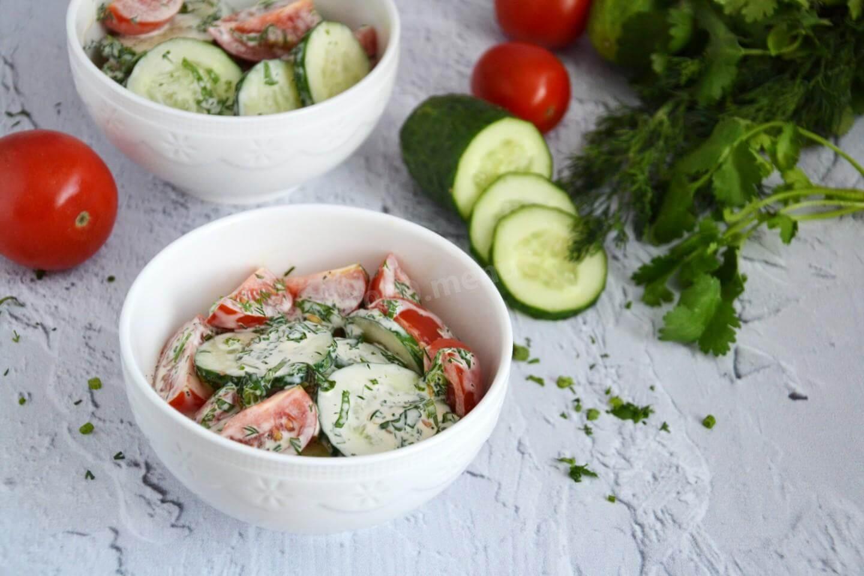 Салат з помідорів та огірків