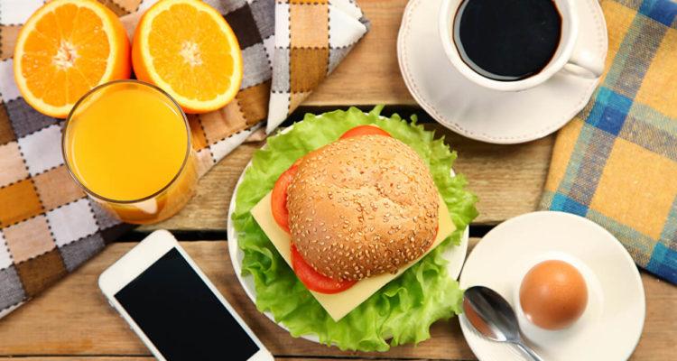 Смартфон та їжа