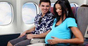 Вагітна в літаку