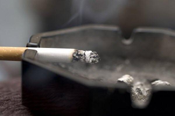 Сигарета тліє