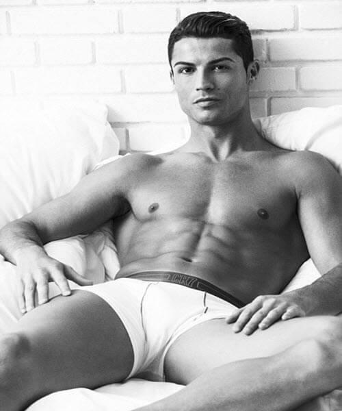 Кріштіану Роналду - ідеальне тіло і потужний прес